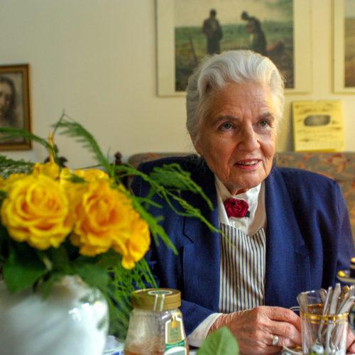 Sabine Ball in ihrer Wohnstube
